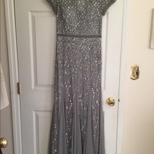 Adrianna Papell long gown size 4 NWT